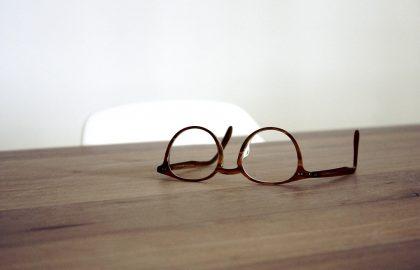 איך להוריד משקפיים בכל גיל
